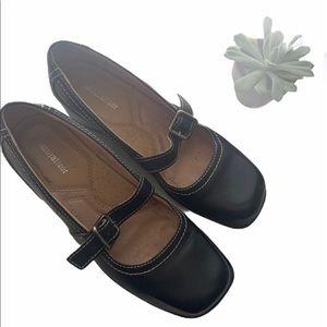Naturalized Black Close Toe shoe